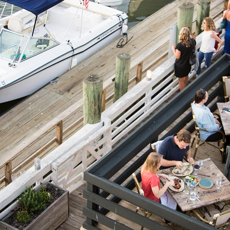 Couple dining al fresco at Tavern & Table in Mount Pleasant, South Carolina