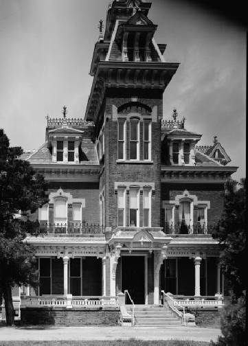 A black-and-white photo of the Vaile Mansion in Independence, MO