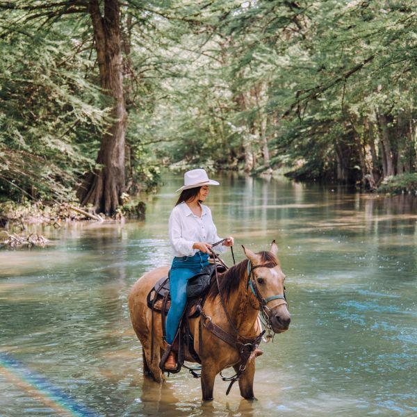 bandera horseback riding